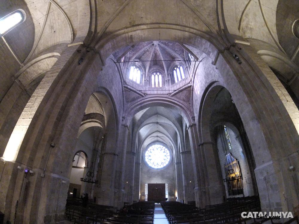 Interior de l'església i rosassa