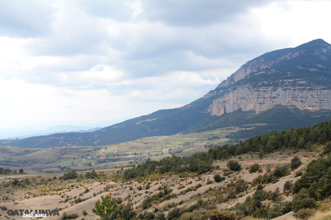 Paisatge de El Solsonès amb Roca Canalda al fons