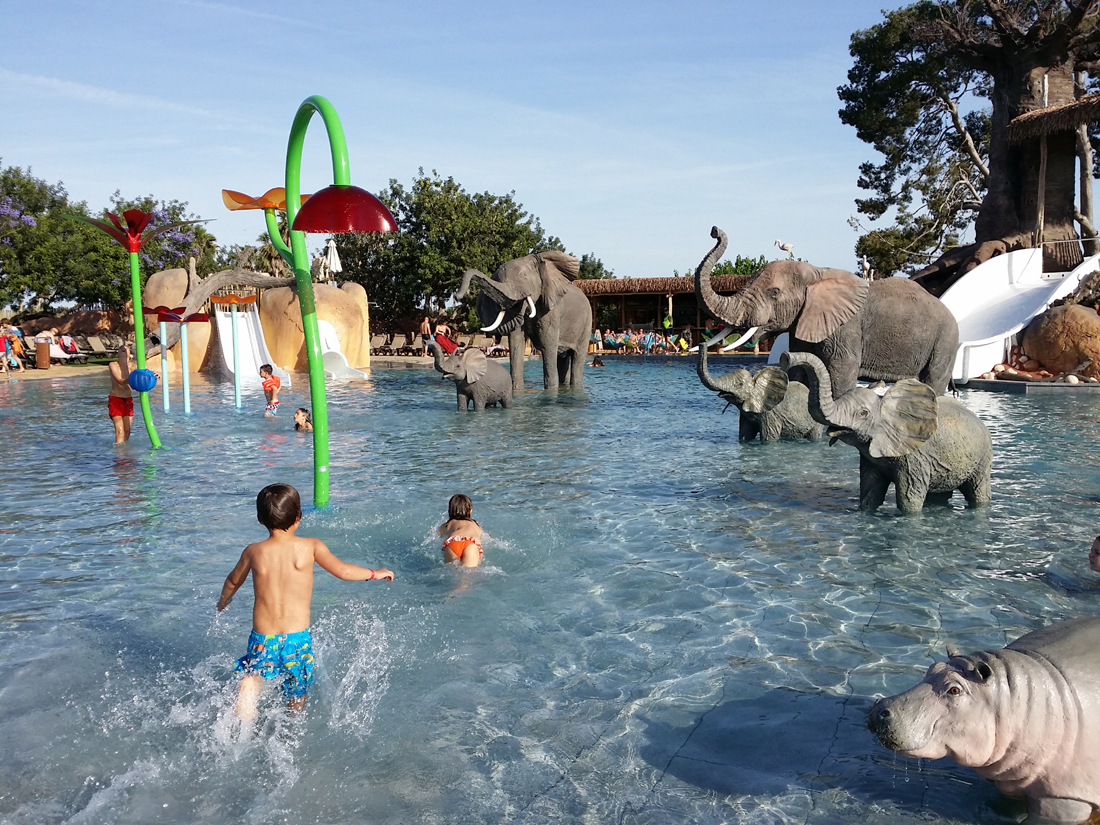 Espectacular zona d 39 frica al c mping resort sangul salou - Camping piscina climatizada catalunya ...