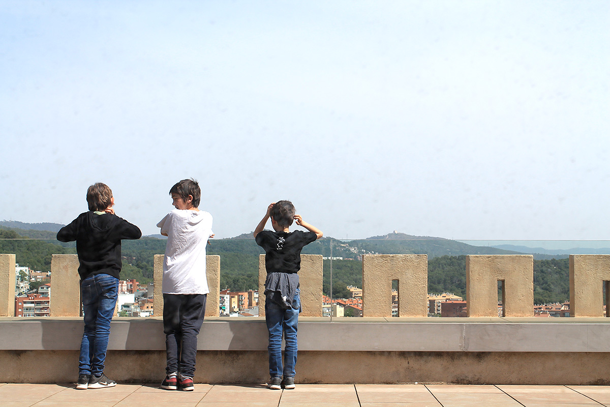 Vigilant els voltants del Castell de Castelldefels