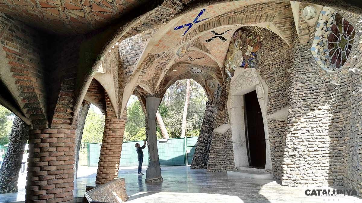 Exterior de la Cripta d'Antoni Gaudí